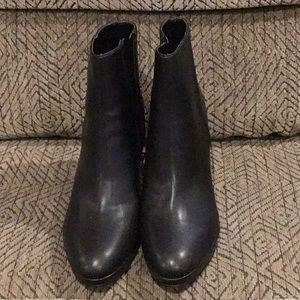 DR12) Women's brand new Nine West Ankle Boots